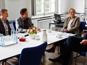 Christian Matzko und Horst Martens im Gespräch mit Kulturdezernentin Gudrun Thierhoff und Fachbereichsleiter Kultur, Peter Weber, ©Thomas Schmidt, Stadt Herne