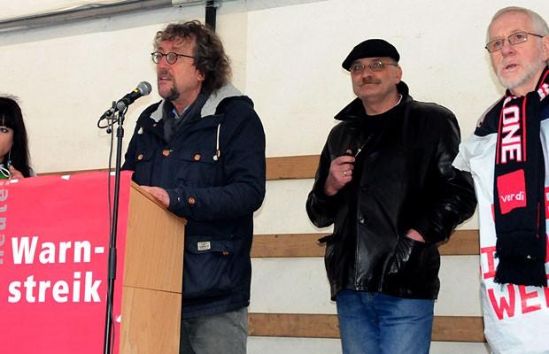 Verdi-Gewerkschafter erläutern die Ziele: Dajana Schindler, Michael Wiese, Norbert Arndt und Werner Fiedler.
