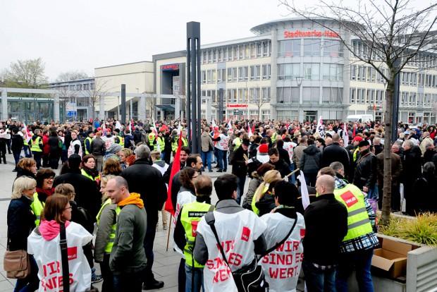 Die Streikbereiten versammeln sich auf dem Willi-Pohlmann-Platz.