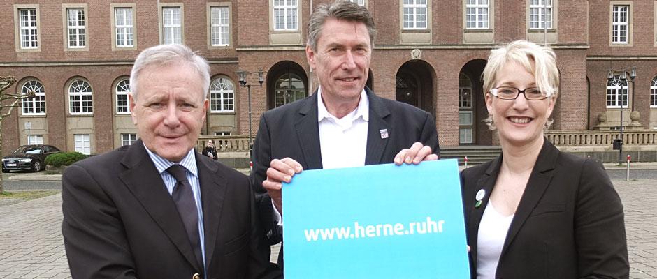 """Präsentierten die Domain """"www.herne.ruhr"""": OB Horst Schiereck, Bernhard Lüders und Anja Elsing."""