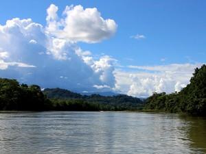 Breite Flüsse, ausgedehnte Regenwälder, hoch aufgetürmte Wolken - das ist der tropische Teil Brasiliens.