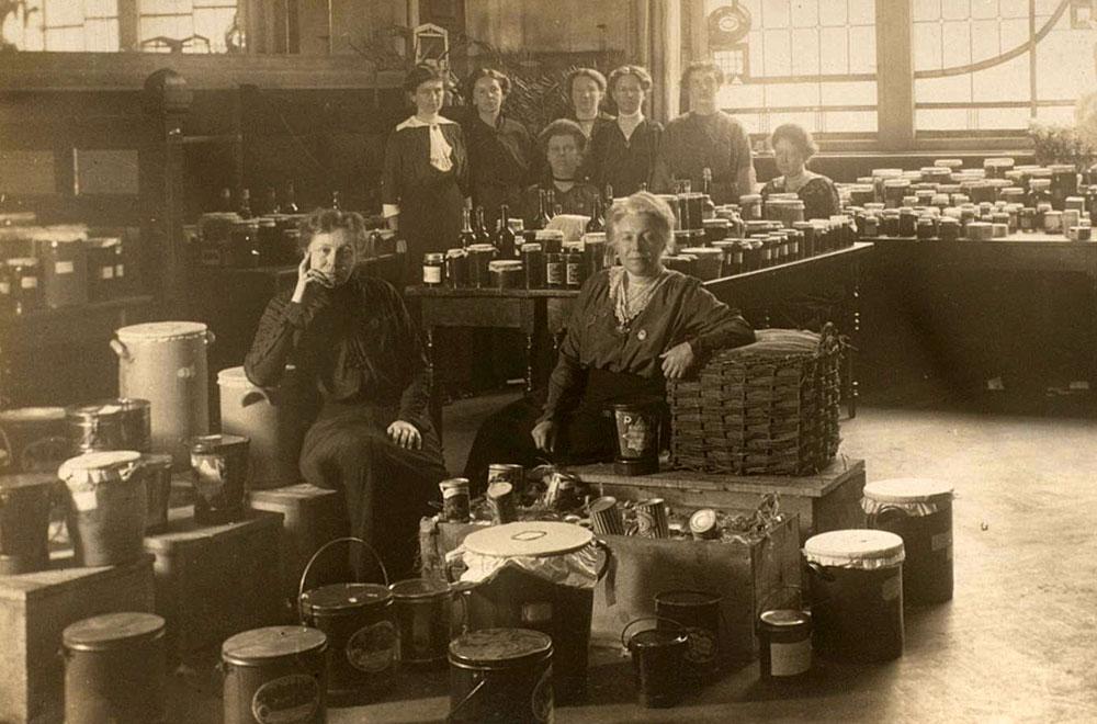"""Sammlung von """"Liebesgaben"""" in Herne während des Ersten Weltkriegs. © Stadtarchiv Herne"""