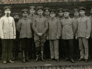 Der Lehrer mit Kameraden in britischer Gefangenschaft. © Stadtarchiv Herne
