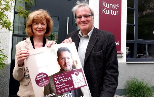 Elisabeth Röttsches und Jochen Schübel präsentieren bekannte Krimiautoren. © Stadt Herne, Horst Martens