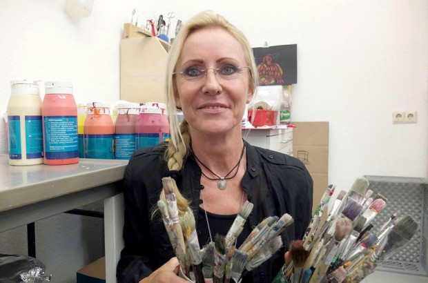 Die Kunsttherapeutin Sabine Ludwig motiviert die Patienten, sich künstlerisch zu betätigen. © Stadt Herne, Horst Martens