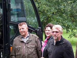Starten den Umbau des Hölkeskamprings: Stadtrat Karlheinz Friedrichs, Bezirksbürgermeister Heinz-Dieter Brüggemann, Planungsausschussvorsitzende Anke Hildenbrandt und Landschaftsarchitekt Wolfram Munder.