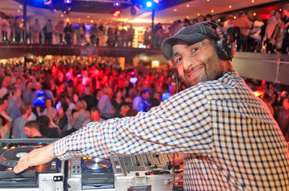 DJ Vince legt bei der WDR-2-Hausparty auf. © WDR