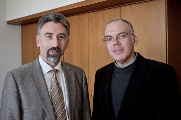 Reiner Rimkus und Christian Gröne (r.) beziehen Stellung zu Glaubensfragen. ©Thomas Schmidt, Stadt Herne