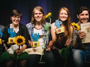"""Die Sieger des Jugendkulturpreises """"Herbert"""" von links nach rechts: Luca Henning, Nadja Ihjeij, Patrick Nagel, Isabella Skoczek und Timur Bambil. © Stadt Herne, Mischa Lorenz."""