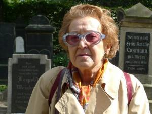 Channa Birnfeld auf dem jüdischen Friedhof am Hoverskamp, 2011. © Ralf Piorr.