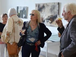 Lockere Atmsophäre bei der Ausstellungseröffnung. © Stadt Herne, Horst Martens