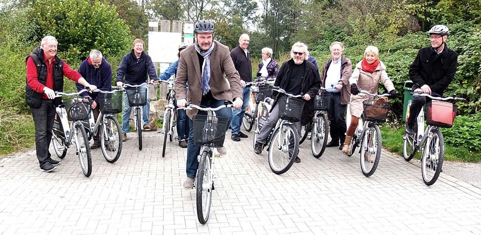 Freie Fahr auf dem Parkway: Stadtrat Friedrichs tritt als erster in die Pedale. © Stadt Herne, Horst Martens