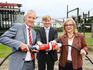 Weihten die neue Anlage ein (v.l.): Dr. Jürgen Bock, Bezirksbürgermeister Mathias Grunert und Bürgermeisterin Andrea Oehler