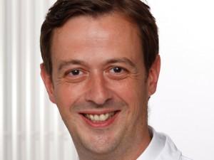"""Prof. Dr. Timm Westhoff erhielt von den Studenten der Ruhr-Universität Bochum die Auszeichnung """"Dozent des Semesters"""" ."""
