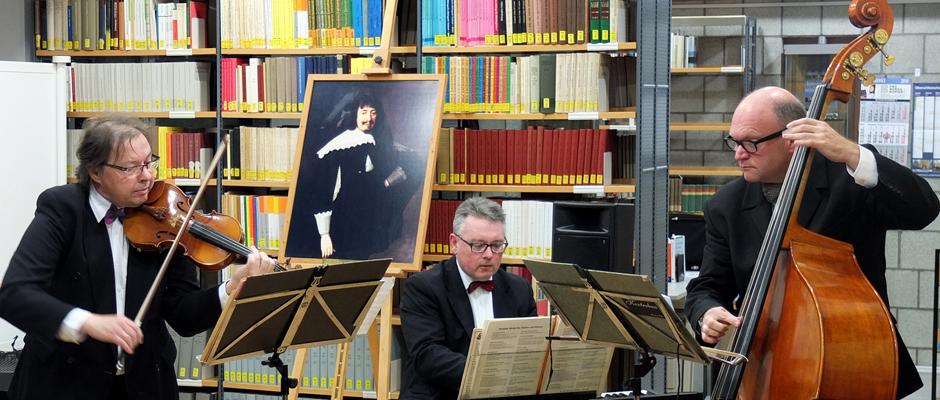 Feierliche Klänge von Salonorchester Cantabile zur 25-Jahr-Feier der Martin-Opitz-Bibliothek. © Stadt Herne, Christian Matzko.