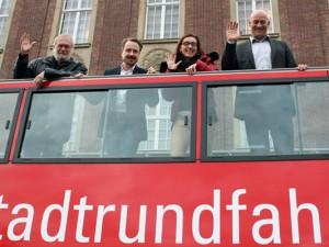 Jörg Höhfeld, Holger Wennrich, Astrid Jordan und Stefan Tigges auf der ersten Probefahrt für die Stadttour. © Stadtmarketing Herne