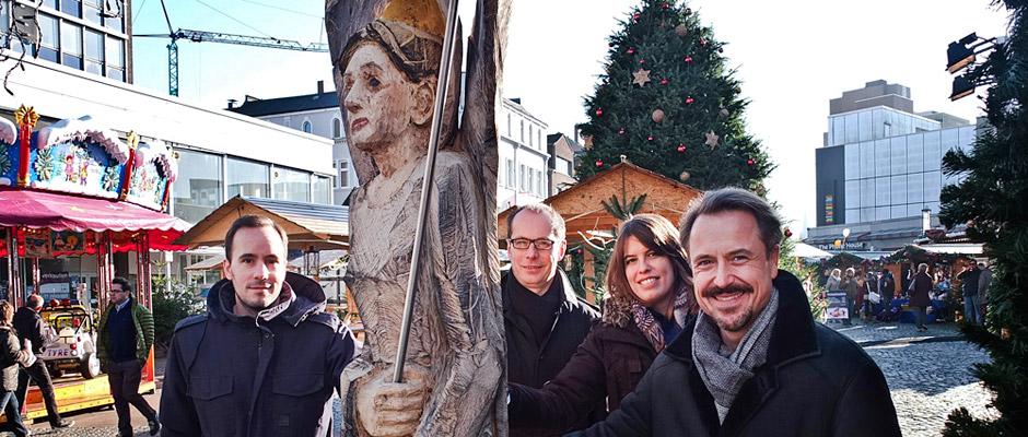 Freuen sich über die neuen Skulpturen (v.l.): Benjamin Rüberg, Carsten Schröder, Sabrina Montino und Holger Wennrich.