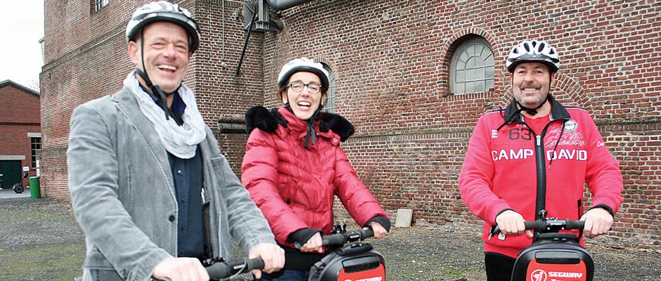 Stielen neue Segway Touren ein: Projektleiterin Astrid Jordan mit Ralf Sostek (Segway-Verleiher und Tour-Anbieter) und Regioguide Robert Herzog.