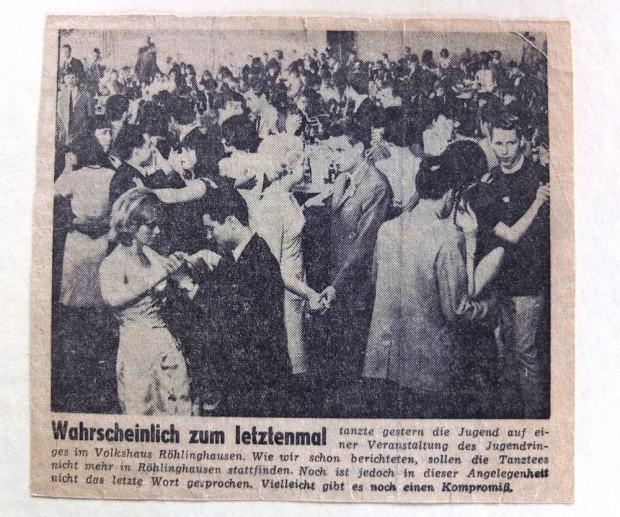 Ein Zeitungsausschnitt über einen der letzten Tanztees im Volkshaus, erschienen Anfang der 60-er Jahre. Links unten tanzt das Ehepaar Varney.