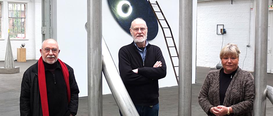 Die Künstler Hermann EsRichter und Peter Könitz mit Ausstellungsleiterin Jutta Laurinat. © Stadt Herne, Horst Martens