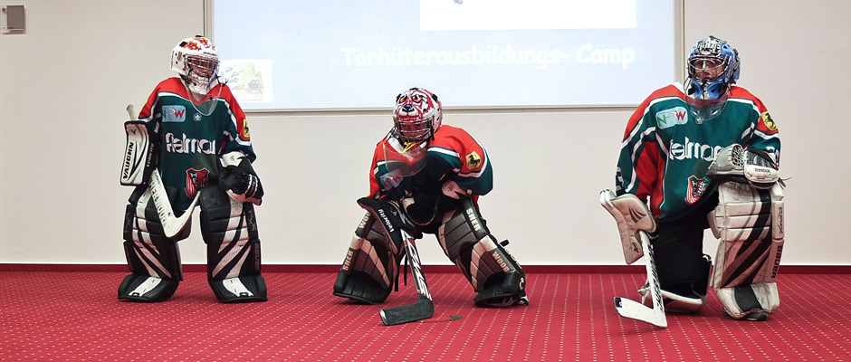 Die Eishockeytorhüter des HEV gaben eine kleine Trainingsstunde. ©Michael Paternoga