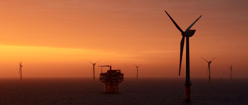 Bergfest vor Borkum: Bei den ersten 20 Windrädern des Offshore-Windparks drehen sich die Rotoren. © Stadtwerke Herne.