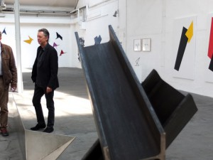 Peter Schwickerath (l.) und Norbert Thomas präsentieren in den Flottmann-Hallen ihre Werke ©Stadt Herne, Michael Paternoga