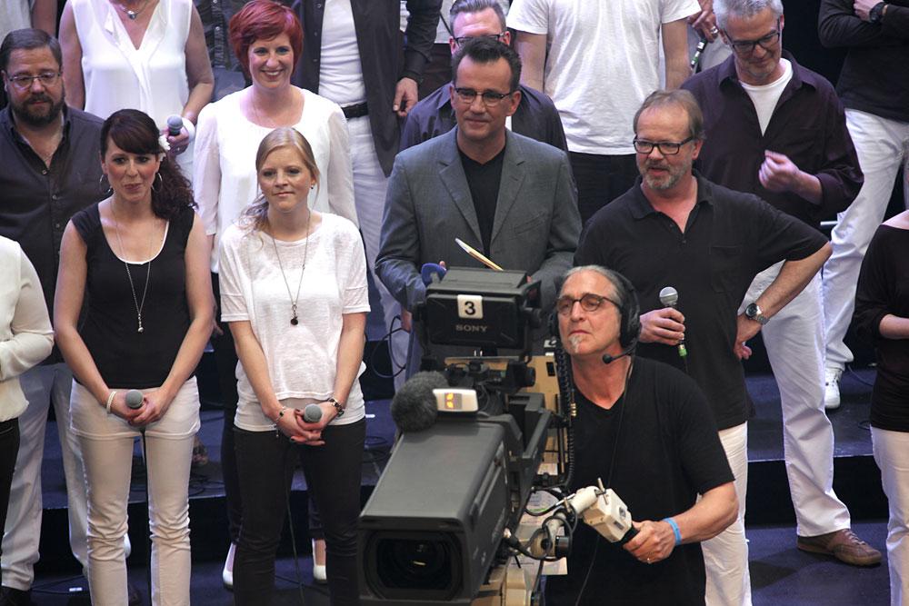"""Moderator Richie le Riche mit der Gruppe """"Groophonik"""". © Stadt Herne, Frank Pieper."""