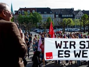 Vor dem Herner Rathaus: Streikaktion am Montagmorgen mit ver.di-Vertreter Norbert Arndt. ©Frank Dieper, Stadt Herne