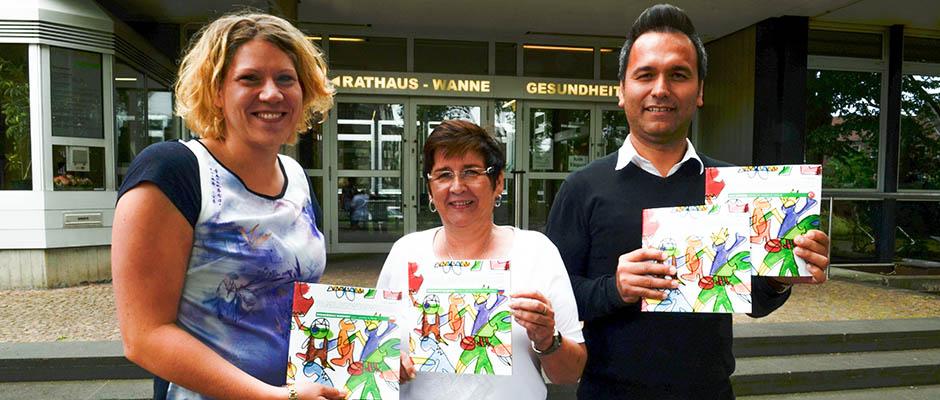Stellten den neuen Familienwegweiser vor: Dr. Katrin Linthorst, Annemarie Weber und Gürkan Ucan. ©Michael Paternoga, Stadt Herne
