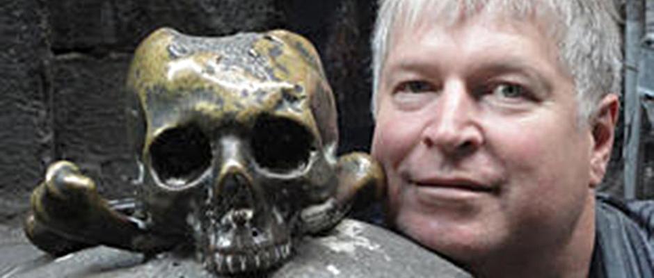 Dr. Harald Stadler, Leiter des Institutes für Archäologie der Universität Innsbruck, spricht über die bis heute rätselhafte Bestattung der Heilerin von Tarrenz. © Universität Innsbruck.