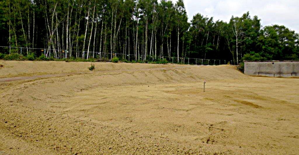 Das derzeitige Areal: Der Rasen braucht noch Zeit.