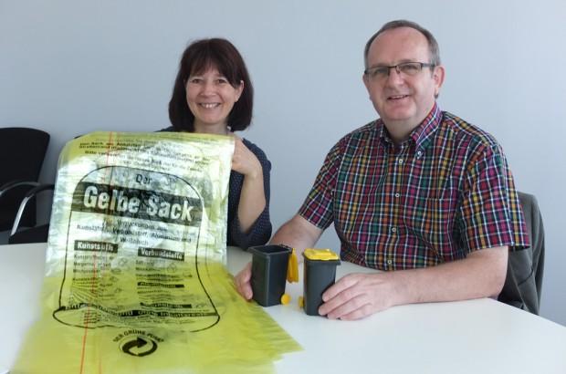 Silke Gerstler und Horst Tschöke teilen mit: entsorgung herne verteilt wieder Gelbe Säcke. © Stadt Herne, Horst Martens.