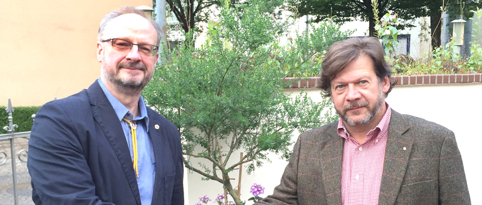 Handschlag nach dem Stabwechsel: Dr. Axel Klein (li.) und Torsten Kern. Foto: Lions Club