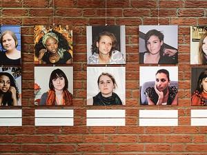 """Die Wanderausstellung """"Die Hälfte des Himmels – 99 Frauen und Du"""" tourt seit 2010 durch Deutschland. Hinter der Idee stehen Annette Schiffmann und Claudia Ewerhardy."""