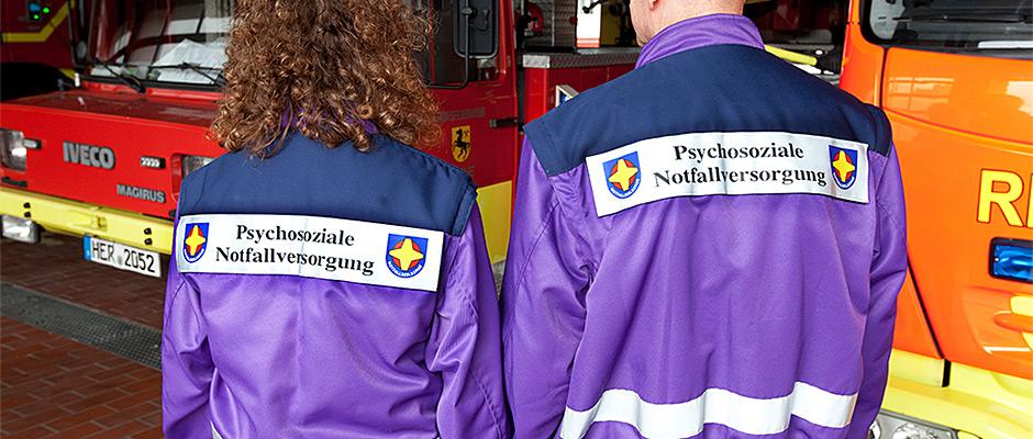 In ihrer violetten Jacke leicht zu erkennen - die Notfallseelsorger. © Stadt Herne, Horst Martens.