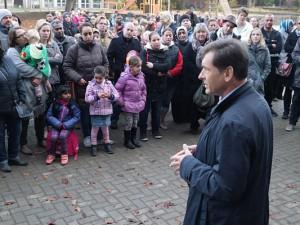 Dr. Frank Dudda an der Grundschule Flottmannstraße. Foto: Stadt Herne