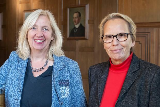 Stadträtin Gudrun Thierhoff und Elisabeth Popp-Heimken, stellvertretende Leiterin des Fachbereichs Kinder-Jugend-Familie, informierten über die Aktionswoche. © Thomas Schmidt, Stadt Herne.