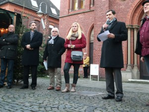 Am Donnerstag eröffnete Dr. Frank Dudda den Wanner Weihnachtsmarkt. Foto: Philipp Stark/Stadt Herne
