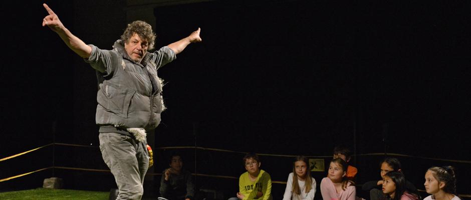 """Peter Rinderknecht in dem Stück """"Mein Name ist Schaf"""". © Altorfer."""