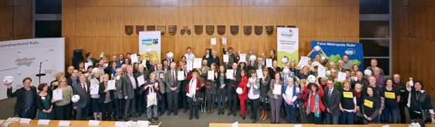 Beim Regionalverband Ruhr in Essen erhielten 30 Kommunen, ein Kreis, der RVR und das Netzwerk Faire Metropole Ruhr erneut ihre Auszeichnungsurkunden als Faire Metropole.