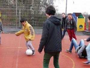 Fußball verbindet: Das Herner KiJuPa war zu Besuch im Friedensdorf Oberhausen.