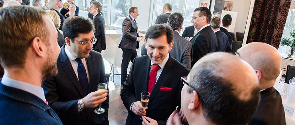 Oberbürgermeister Dr. Frank Dudda (r.) und Bürgermeister Murat Hazineder beim ersten Treffen in Herne im Januar 2016. © Thomas Schmidt, Stadt Herne.