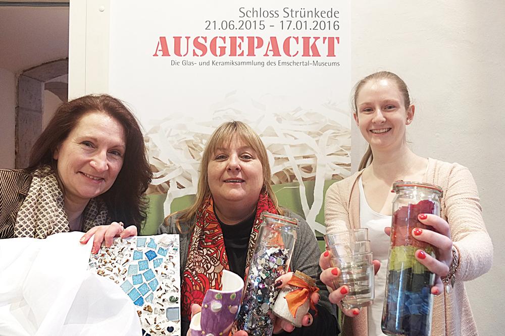 Andrea Prislan, Ulrike Most und Vanessa Tews zeigen die Materialien, mit denen sie die Kreativangebote gestalten.