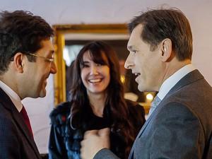 Die Oberbürgermeister Murat Hezinedar und Dr. Frank Dudda beim ersten Aufeinandertreffen. Nurten Özcelik übersetzt. © Frank Dieper, Stadt Herne.