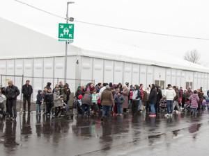 Die Bewohner der Notunterkunft an der Dorstener Straße versammelten sich mit dem Alarm an den Sammelpunkten. Foto: Malteser