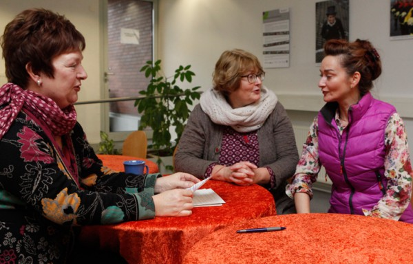 "Organisieren das ""One Billion Rising"": Angelika Wissmann, Beate Kaupen und Uta Bücking."