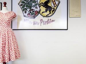 Schlicht, aber aber bildschön: ein Petticoat-Kleid aus den 50ern. Foto: Frank Dieper / Stadt Herne