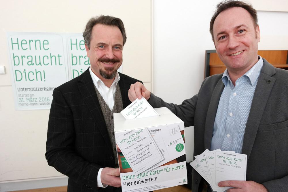 Holger Wennrich von Stadtmarketing und Mike Hoffmann, Stabsstelle OB, stellen die Kampagne vor.