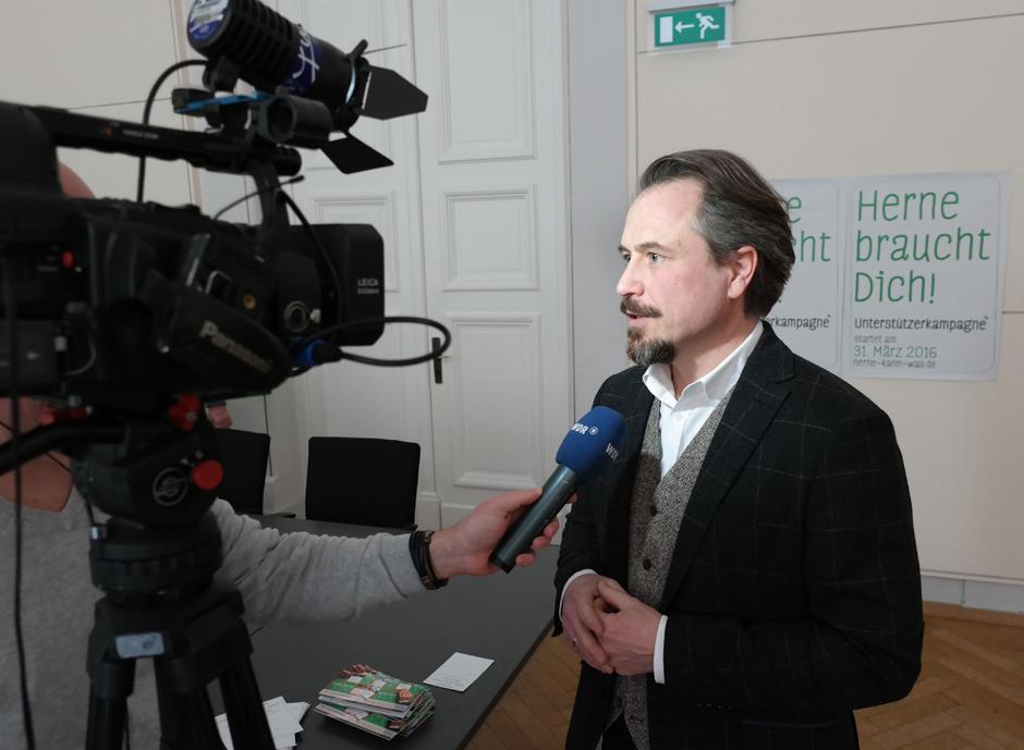 Holger Wennrich vor der WDR-Kamera. © Philipp Stark, Stadt Herne.